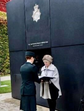 Geraldine Winner and police officer at the National Police Memorial